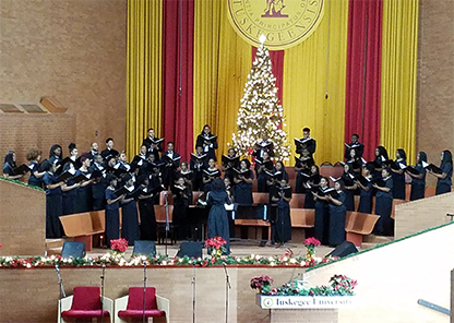 Golden Voices Choir welcomes in the holiday season with annual concert, tree-lighting ceremony