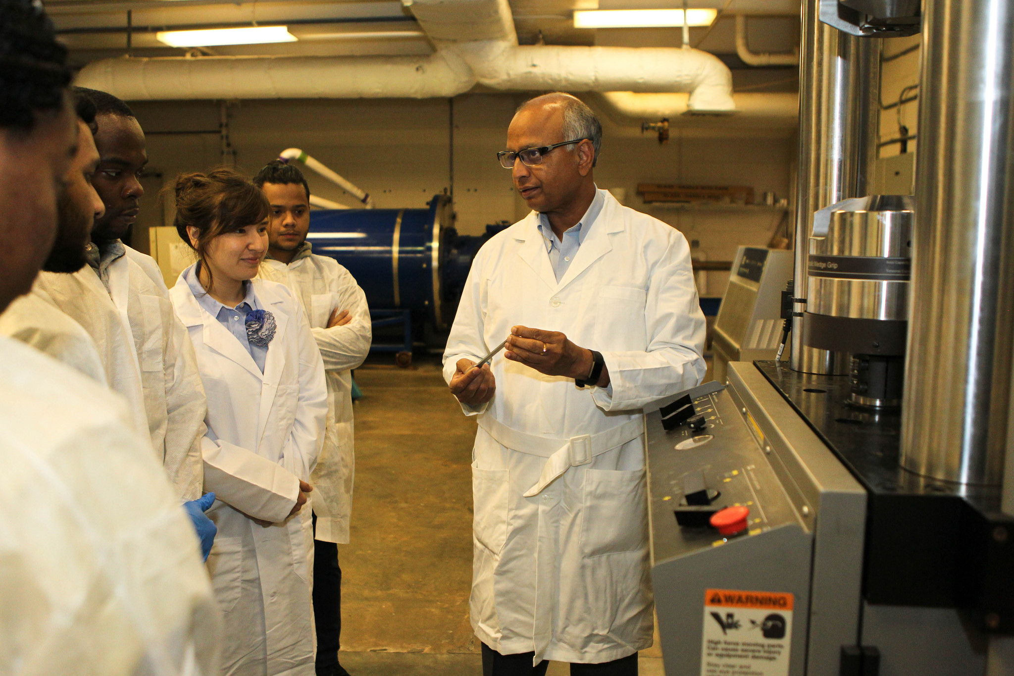 Hosur explaining tensile fatigue characterization of samples to materials science engineering students