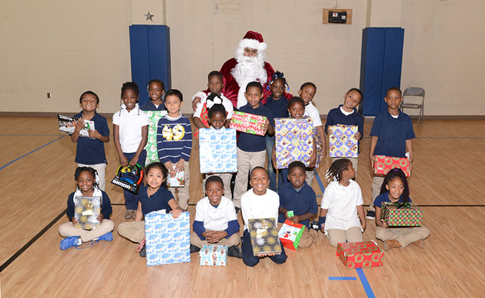 GWC Elementary School kids pose with Santa