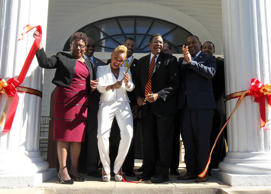 Group cuts ribbon at Jock Smith House dedication